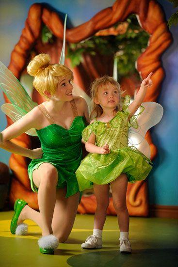 Croisière: à bord du Disney Dream--------------------Les personnages de Disney font régulièrement des visites surprises aux passagers.