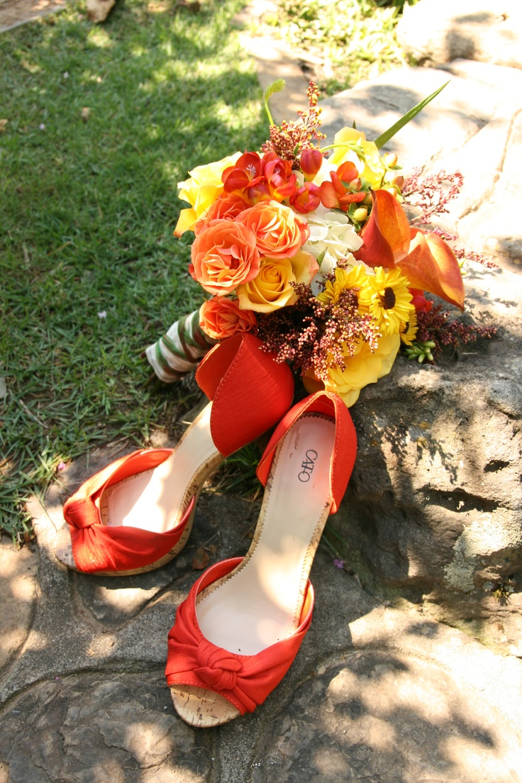 23 best romantic hot springs getaway wedding personality images this bride coordinated her lovely bouquet to match her fabulous shoes lookoutpoint weddings hot springsarkansasbouquets dhlflorist Choice Image