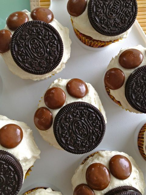 """Cupcakes topped with Oreos and M&Ms to resemble dog/cat paws... Not """"seasonal"""" but an idea for an animal-themed party, maybe..."""