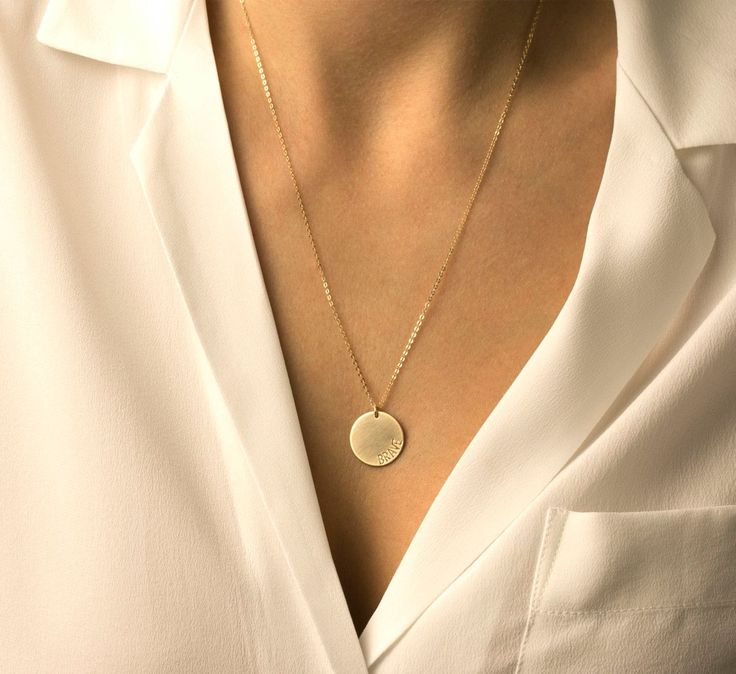 Blank or Personalized Gold Tag Necklace - Simple, Modern, Everyday Gold Necklace. Brushed 14k Gold Filled Tag can be left blanked or stamped with a letter or symbol of your choice.  Necklace: LARGE DISC in gold - - 16mm circle tag  - Made to order at the length you choose - Delicate High quality 14K gold fill Chain. - Large 16mm 14k Gold Fill Pendant with a subtle brushed finish - Optional personalization (see photo 4 and note below) - Comes in a cute little package  Silver or Rose Gold…