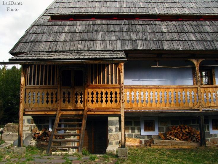 Régi, tornácos ház a Libán-tetőn  Fotó: György László, Gyergyószentmiklós