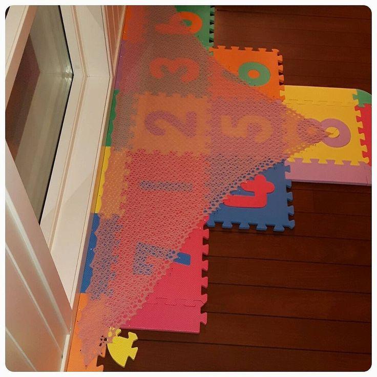 Blokking - gleder meg til i morgen  Lokking forward to tomorrow  #fortunesshawlette #blokking #shawl #alpaca #crochet #crochetaddict #diy #i_lovecrochet #madebyme#ilovepink #handmade #yarnlove #instacrochet #haken #hæklet #vrikat #heklet#sjal #rosa #hekledilla #garnlager #ullergull #garnglede by 65sen