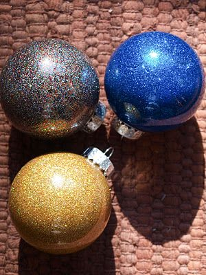 DIY Glitter Ornaments - just swish floor polish around the inside of the glass ball ornament, shake glitter inside and shake it up, let dry and you have an easy, pretty ornament!