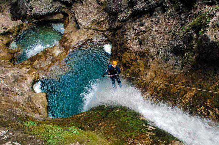Trentino | ´Adrenaline giert om je oren´ - Canyoning http://www.dolcevia.com/nl/italie-reizen/regio/trentino-zuid-tirol/2678-trentino-canyoning-en-paragliding
