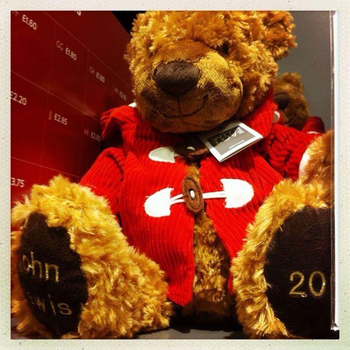 20. Dec 2012: A cuddly teddy in his Christmas suit // Monsieur Teddy er vist lidt af en charlatan med det blik, tror jeg ;)