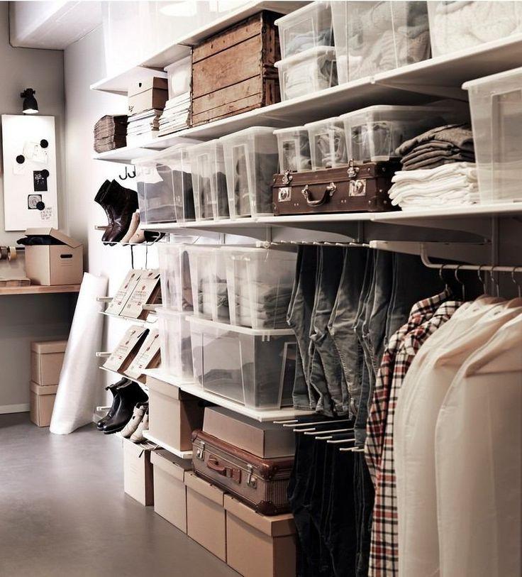 Superb Ordnung im begehbaren Kleiderschrank mit Kunststoff Boxen