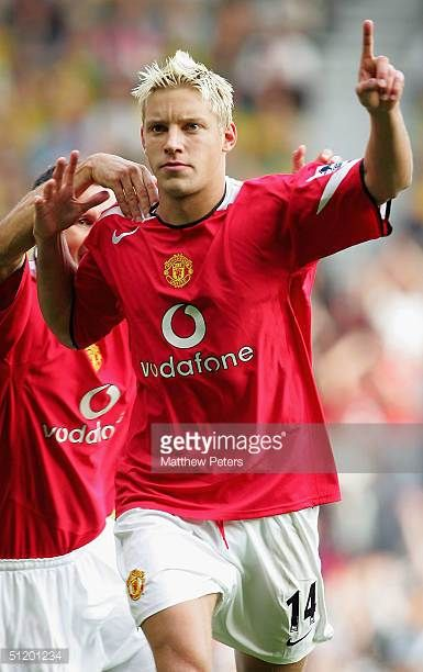 Alan Smith of Manchester United celebrates scoring the second goal during the Barclays Premiership match between Manchester United and Norwich City...