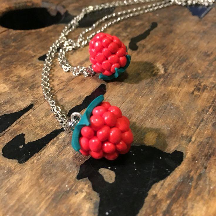 Raspberry necklace vadelma kaulakoru made by CherryAnn polymer clay jewelry