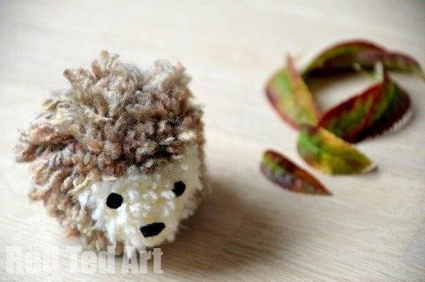 Gorgeous Autumn Craft - make your own pom pom hedgehog. So stinkin' cute!!