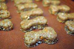 Peanut Butter & Applesauce Dog Biscuit Recipe : DogTipper: Saving $ and Saving Dogs with America's Pet Economist