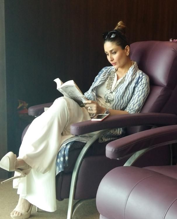 Kareena Makes a Stylish Bookworm as she Goes Book Shopping in London | PINKVILLA
