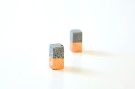 Concrete and copper stud earring columns door StudioCorbelle