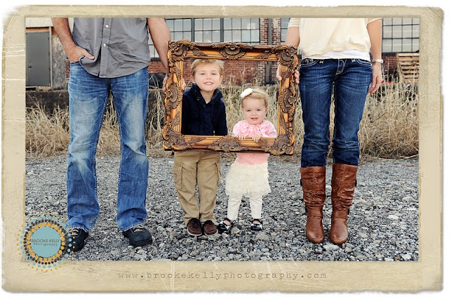 Framed Family Portrait...     @Alex Chalkley - we should find an old frame!!!: Photos Ideas, Families Pictures, Minis Session, Frames Families, Old Frames, Families Photos, Pictures Frames, Families Portraits, Photography Ideas