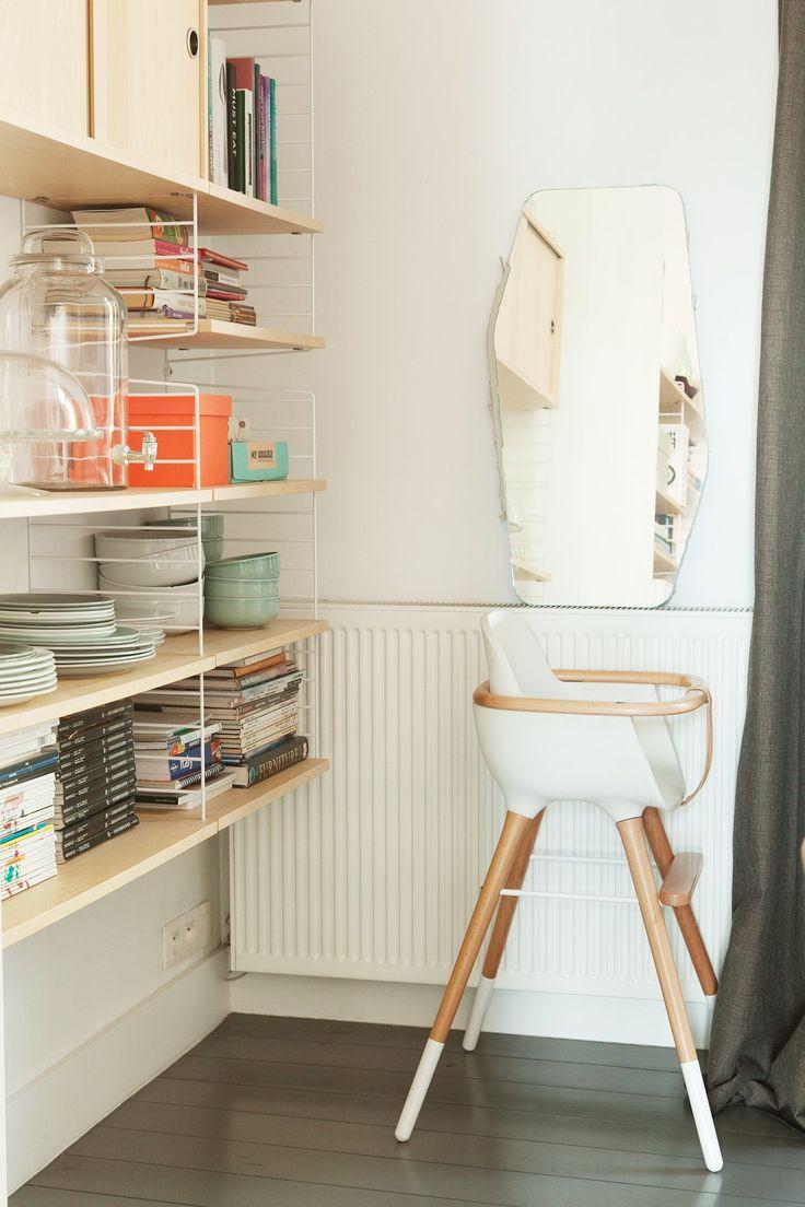 The Socialite Family | Rangement dans la cuisine de Kelly Claessens et Benoît Deneufbourg. #famille #family #bruxelles #brussels #belgique #belgium #design #lafabrika #benoîtdeneufbourg #white #blanc #colours #couleurs #scandinaviandesign #designlovers #homedecor #interiordecoration #kitchen #cuisine #babyseat #chaisebébé #étagèrestring #shelf #miroir #mirror #inspiration #idea #home #thesocialitefamily