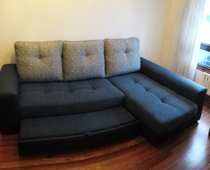 Apertura sofá-cama con chaisselongue. La cama, la forman el asiento recto, el chaisselongue y el nido extraíble y elevable.