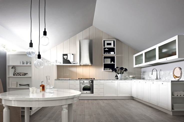 È decisamente chic #Noa in laccato seta bianco con top in marmo di Carrara levigato opaco. Decidedly chic: Noa in silk-effect white lacquer with a worktop in matt, honed Carrara marble. #Cesar #Cucine #Kitchens