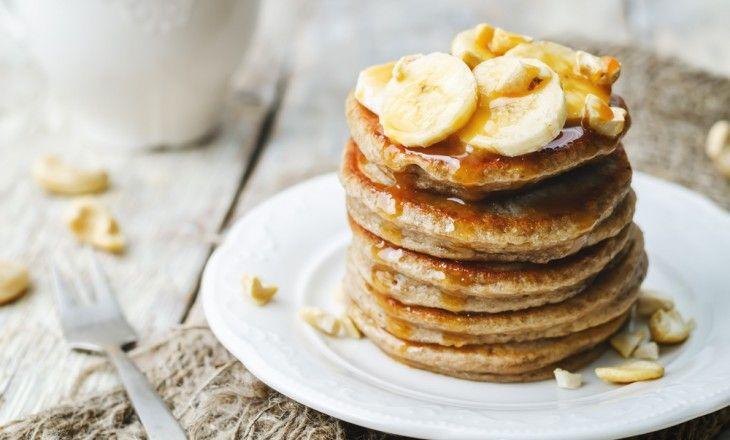 Fixa en snabb och nyttig frukost med dessa enkla bananpannkakor på bara 4 ingredienser. Detta recept på bananpannkakor är gluten- och laktosfritt.