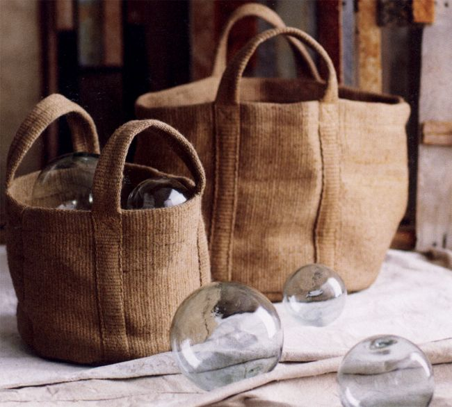 Jute bags, like these for kitchens, seewing rooms and bedroom storage