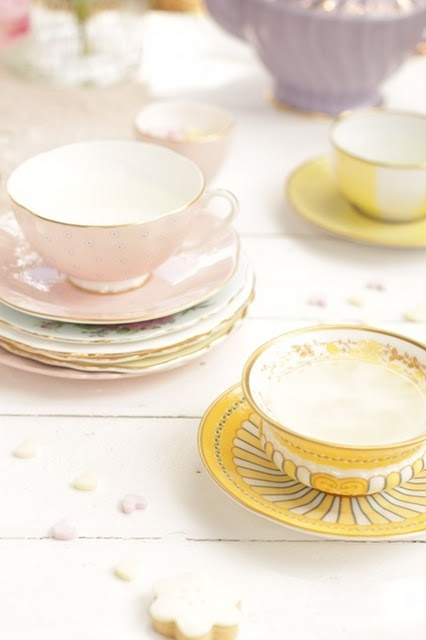 gorgeous vintage teacups and crockery! having tea in a sweet cup like this is always better ;)