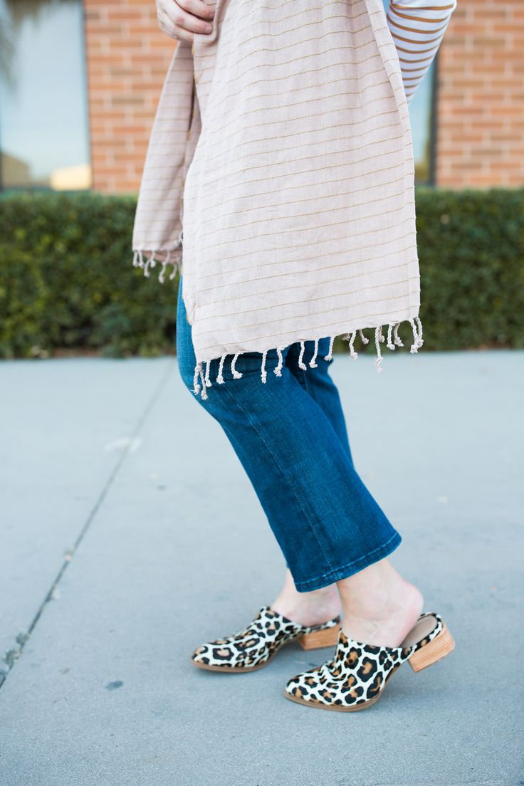 Fall Shoes: How to Wear Mule Shoes in your Fall Outfits #fallshoes #leopardshoes #mules