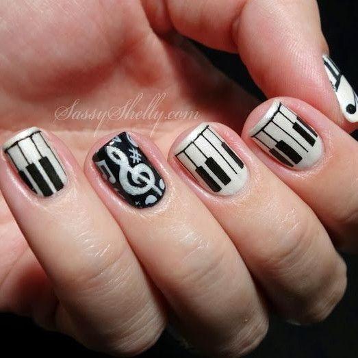uñas, con diseños de notas musicales - art - blanco y negro