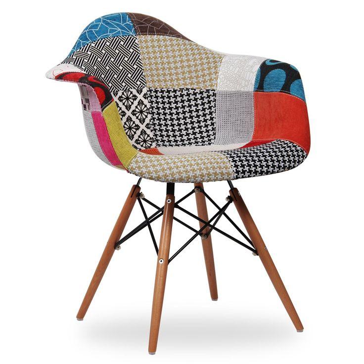 A cadeira WOODEN é um dos modelos mais populares do design de vanguarda do último século. Estilo, elegância e conforto se unem para dar um toque distinto à sua sala de jantar ou ao seu escritório. A versão ARMS adiciona uns braços na mesma estrutura da cadeira. O encosto, os braços e o assento estofados em tecido original se adapta perfeitamente ao seu corpo e a base dos pés em madeira é muito resistente e altamente robusta. A combinação destes materiais a transformam em uma cadeira muito…