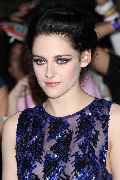 Kristen Stewart Pictures - Stars at the 'Breaking Dawn' Premiere - Zimbio
