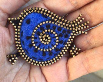 Broche de fieltro y cremallera Blue jay por woollyfabulous en Etsy