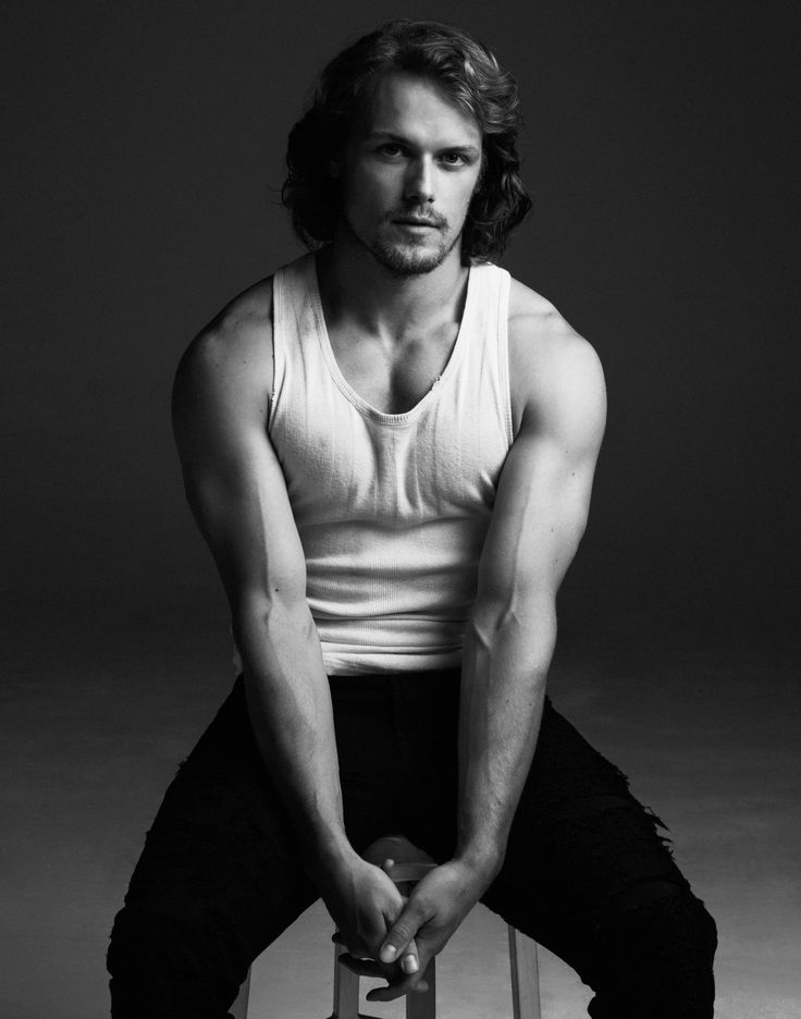 """<i>Outlander</i> Star Sam Heughan Has Had Some Difficulty With His """"Modesty Pouch"""""""
