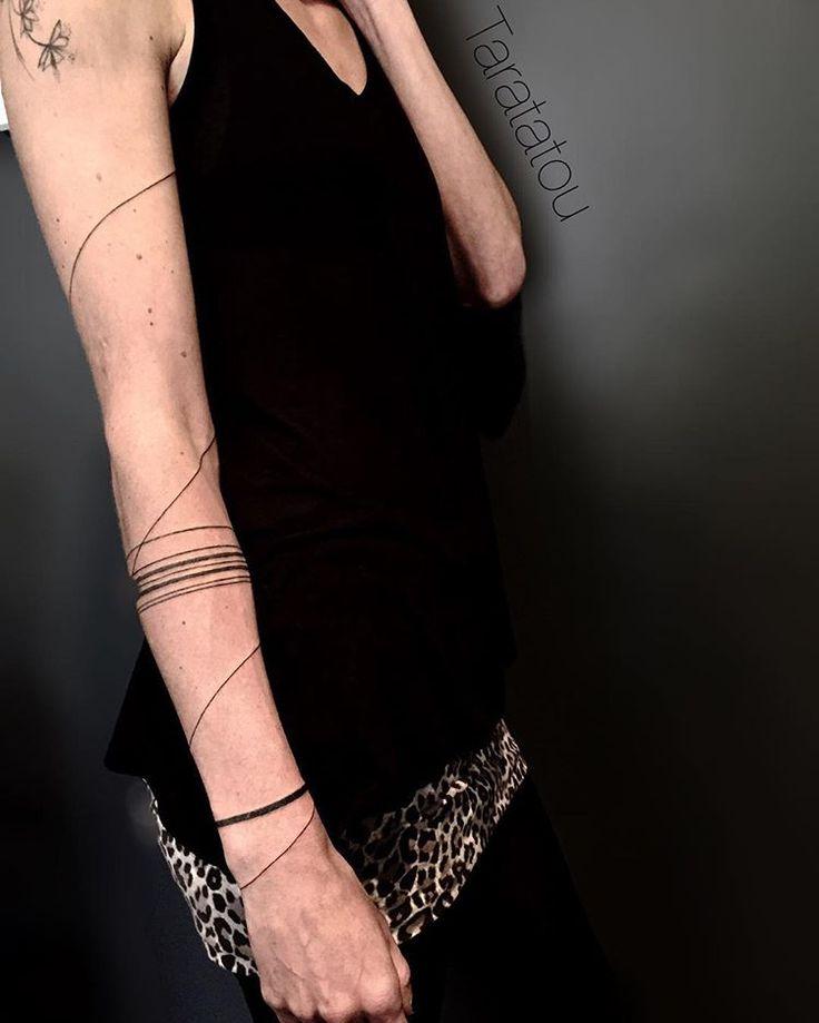1000 id es propos de tatouage ligne sur pinterest tatouages sans ligne tatouages d 39 art en. Black Bedroom Furniture Sets. Home Design Ideas