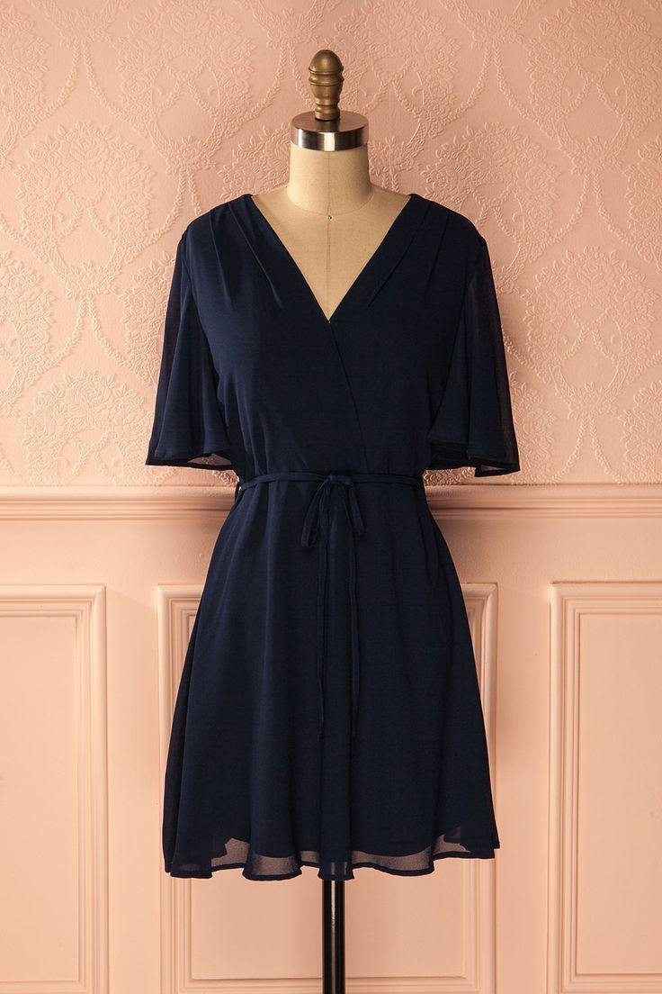 Robe courte bleu marine avec col croisé - Navy blue flowy dress with crossed neckline