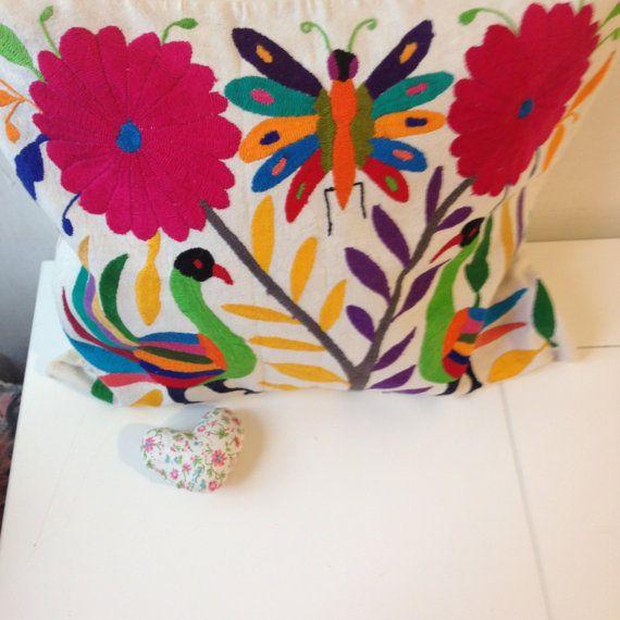Cuscini decorativi con ricamato otomi di Floresche su Etsy