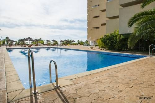 Apartamentos Chinasol Almuñecar Set on the beachfront at San Cristobal Beach, Apartamentos Chinasol features 2 shared swimming pools and a sun terrace. Located in Almuñecar, it offers apartments and studios with a private balcony.
