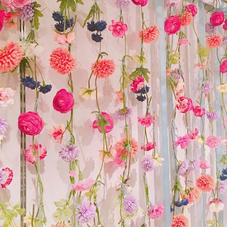 結婚式場の飾り付けに人気のフラワーカーテンのデザインまとめ | marry[マリー]
