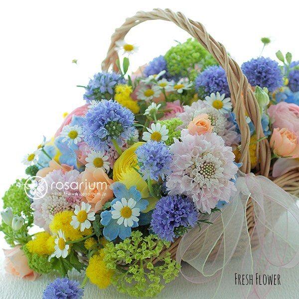 春の #バスケットブーケ 野原で摘んできたようなイメージで ・ ・ #ロザリウム #rosarium #花のある暮らし #花のある生活 #花屋 #お花大好き #花の写真 #ザ花部 #フラワー #flower #ブーケ #結婚式 #ウエディング #ウエディングフラワー #ブライダル #ブライダルフラワー #ウエディングブーケ #プレ花嫁 #結婚準備