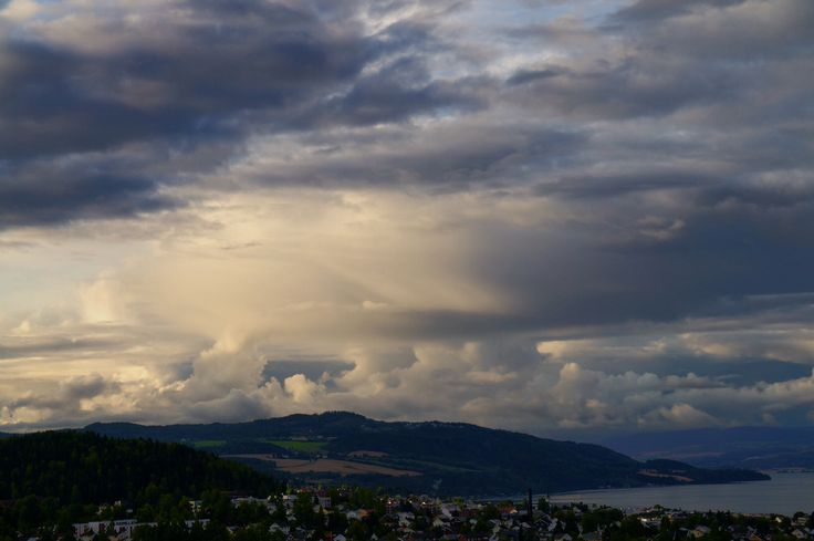 Evening sky over Gjøvik.