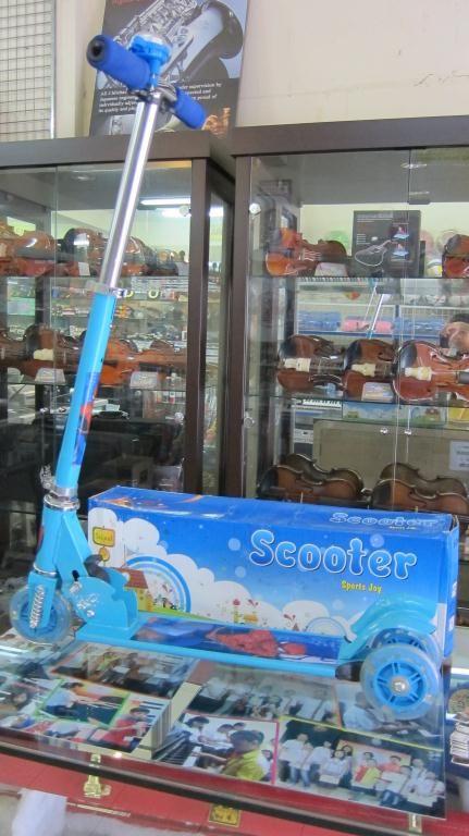 Scooter for Kids @ 150.000 IDR ($15)  Call Us:  021.5565.5646 / 0812.938.0852  Pembayaran via Cash / Debit BCA / Kredit AEON, silahkan datang ke alamat kami:  Ruko New Asia No.262, Lippo Karawaci - Tangerang