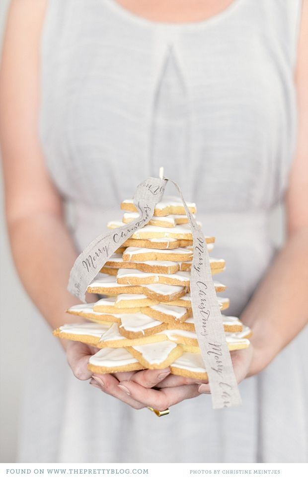 Nice presentation idea. Could also stack Christmas cookies/biscuits on top of one another and tie with a bow