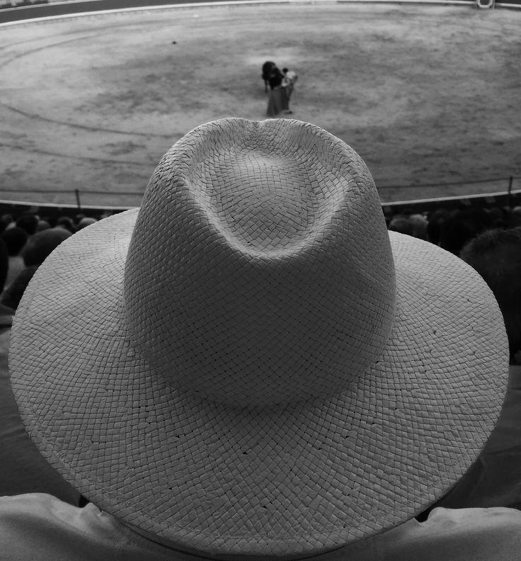Toreo de sombrero en la última de la feria - Concurso Fotografía San Fermín