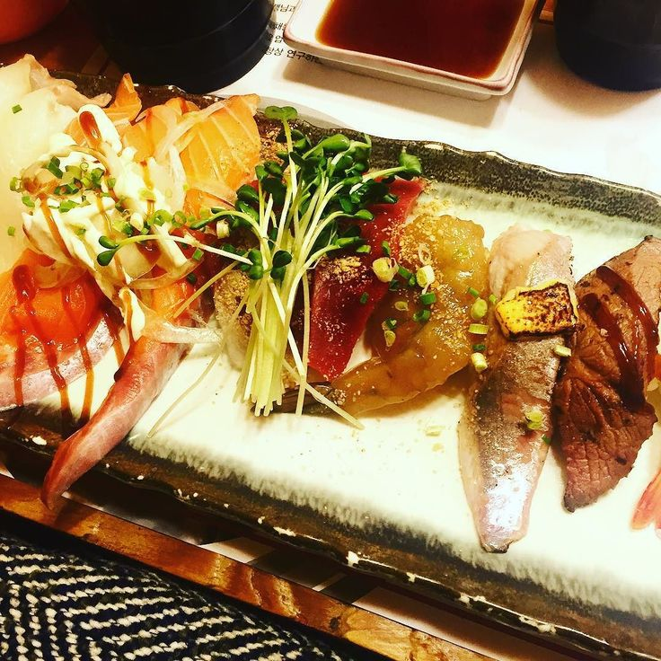 @size280 & @letsgopunch 와 함께한 #연말송년모임 #박용석스시 #홍대맛집 #레이디제인 과 #홍진호 사진이 찍힌 곳이라며 ㅋㅋㅋ무서운 #디스패치 #sushi #hongdae on #coffeeprince #street #japanesefood #fish #sashimi #nomnom by yenamoon