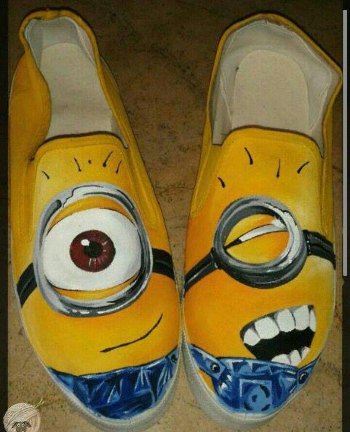 Sabias tu q el idioma de los Minios es MINION GIBBERISH. Tu también puedes tener tu propio idioma con estilo de imagen.  Minios Shoes pide los tuyos.  0996537024  #shoesfy #Fydesing #handpaintedshoes #minios #minionslove #shoes #outfit #outfits #fashion #instacool #lol #style #estilo #diseño #pintado #art #shoesart #minioms #miniom #love #young