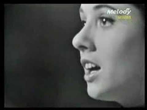 """Gigliola Cinquetti - """"Non ho l'età"""".  Scritta da Nisa, Mario Panzeri e Gene Colonnello fu interpretata al Festival di Sanremo da Gigliola Cinquetti e dalla cantante francese Patricia Carli."""