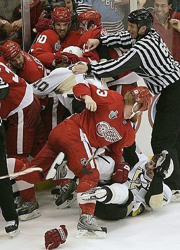 This is Johan Franzen about to punch Sidney Crosby in the face. Everything about this picture is perfect.