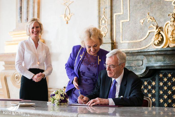 Freude bei Hochzeit in Mirabell, Salzburg