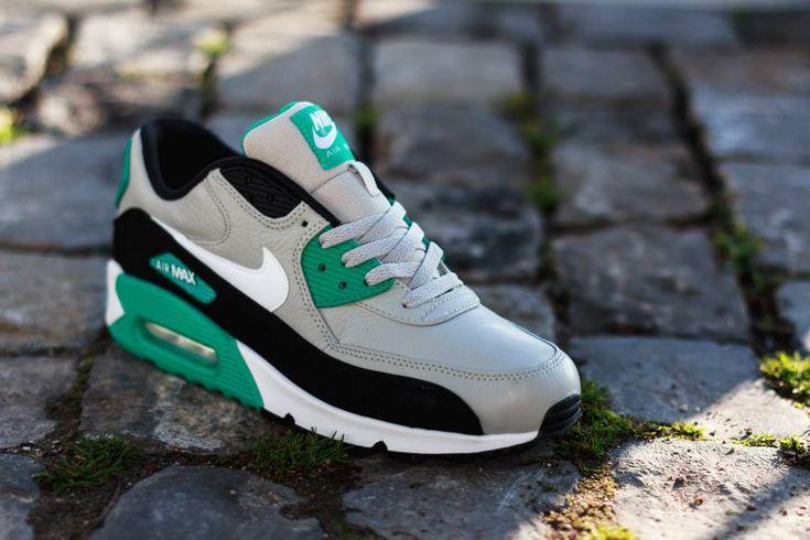 Nike Wmns Air Max 90 Essential Emerald Green White Wolf Grey
