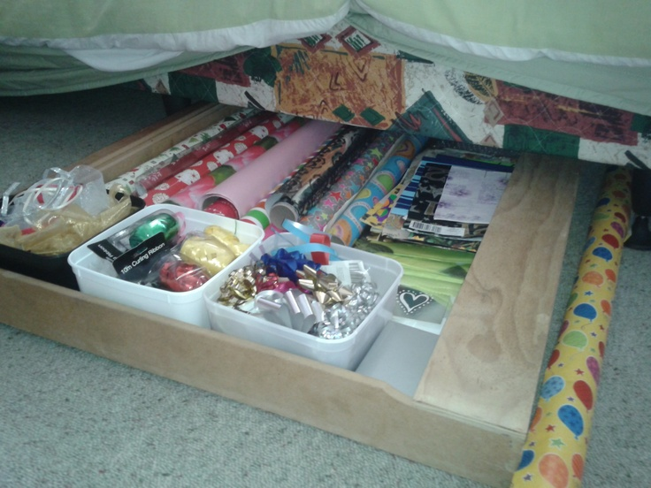 Under bed organisation... an old desk drawer with ice cream containers. Perfect!