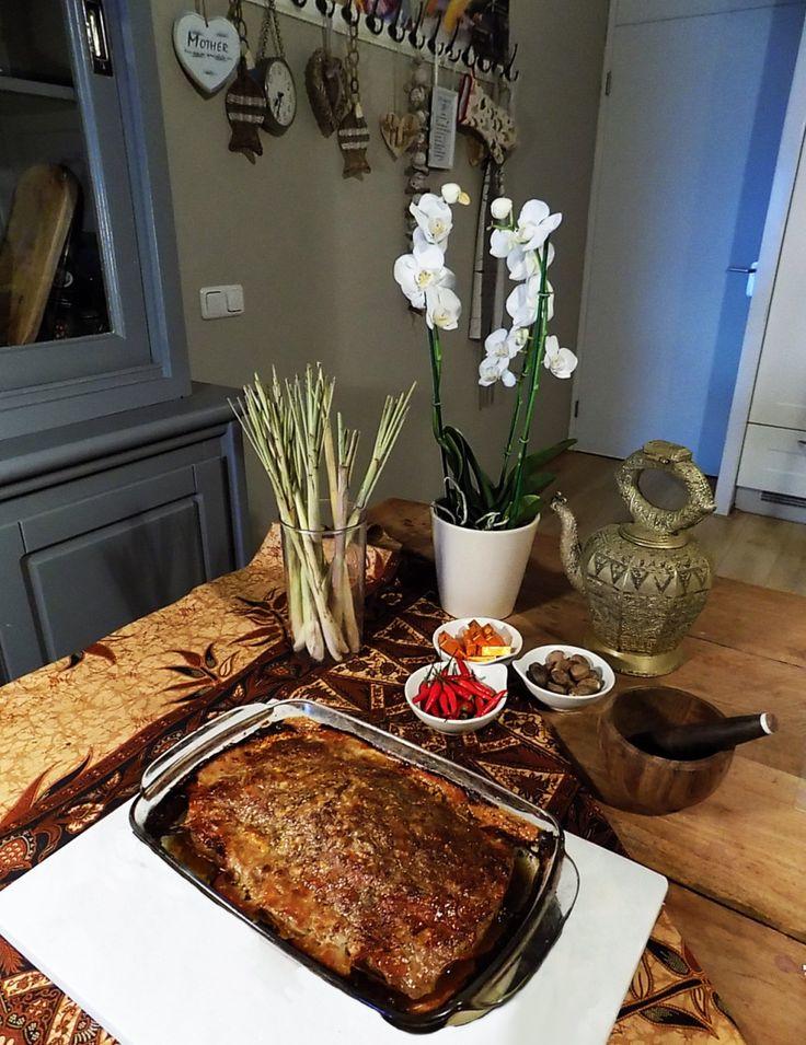 Vandaag deel ik met jullie ons familierecept van 'Frikadel pan'. Kan je niet zo goed tegen pittig eten? Dan is frikadel pan zeker wat voor jou! Frikadel pan is namelijk een mild ovenger…