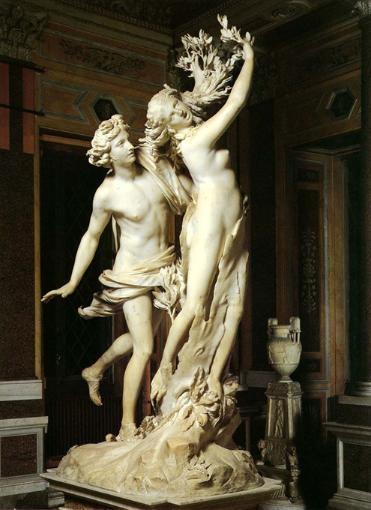 조반니 로렌조 베르니니(Giovanni Lorenzo Bernini)의 아폴로와 다프네(Apollo and Daphne) / 1629 / 로마 보르게제 박물관 이 작품은 이탈리아 바로크 시대의 대표적인 조각가 베르니니의 작품으로, 그리스 신화 중 아폴로와 다프네의 사랑이야기를 표현하고 있다. 태양의 신인 아폴로는 물의 님프인 다프네를 열렬히 사랑하게 된다. 하지만 그를 사랑하지 않는 다프네는 쫓아오는 아폴로를 피해 달아나려 한다. 아폴로는 한 손으로 그녀를 잡아 사랑하는 여인에게 매달리고 있고, 다프네는 자신을 도와 줄 아버지를 소리쳐 부른다. 그리하여 그녀의 아버지는 그녀를 월계수 나무로 변신시켜준다. 그녀의 손가락들은 잎으로 변하기 시작하고, 그녀의 몸에는 나무껍질이 형성되어 간다. 그리고 아폴로는 사랑하는 여인을 가질 수 없다는 안타까움에 사로잡히게 된다. 이 작품은 다프네가 아폴로의 사랑을 거절하고 월계수로 변하는 동적이고도 격정적인 사랑의 순간을 포착하고 있다.