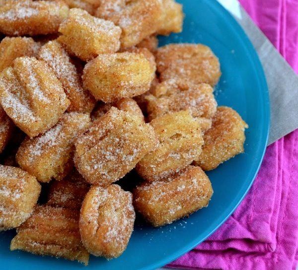 Испанские чуррос в мультиварке Пончики чуррос, рецепт которых попал к нам из Испании, готовятся быстро и просто из простых продуктов, а на вкус – потрясающие!