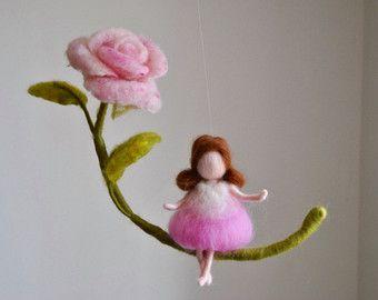 Muñeca de colgante de pared de adorno de fieltro de por MagicWool